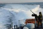 زوارق الاحتلال تهاجم مراكب الصيادين مقابل بحر غرب غزة