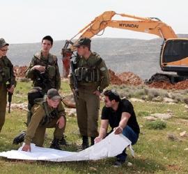 جيش الاحتلال يجرف أراضٍ في محيط جبل صبيح بنابلس