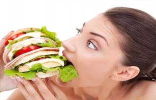 عادات خاطئة هتزود وزنك من غير ما تحس