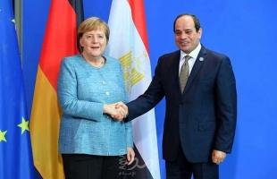 ميركل تبحث مع السيسي قضايا ليبيا وإيران في اتصال