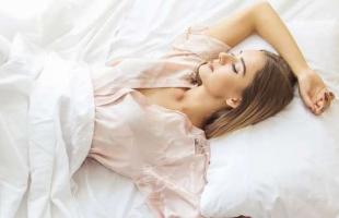 توقفي عن النوم والأنوار مضاءة