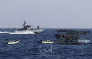 زوارق الاحتلال تُطلق نيرانها تجاه مراكب الصيادين في بحر غزة