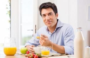 5 أطعمة للإفطار تزيد من التهاب الجسم