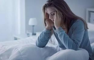 5 عادات تمارسينها تحرمك من النوم الجيد