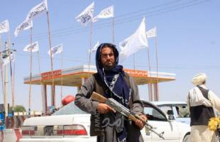 مقاتلو طالبان يأمرون مراسلة شبكة أمريكية بتغطية وجهها - فيديو