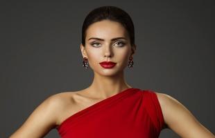6 أفكار لمكياج الفستان الأحمر - اعرفيها