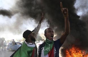 محتجون يطالبون بحل الحكومة ويغلقون جسراً مهماً في العاصمة السودانية