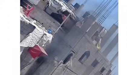 غزة: مواطن يحرق منزله بعد اقتحامه من شرطة حماس بمخيم الشاطئ