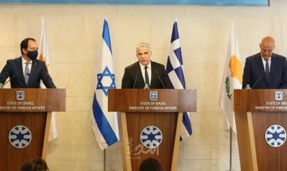 لابيد ينشئ تحالفًا ثلاثيًا على مستوى الخارجية.. واليونان تؤيد دفاع إسرائيل عن نفسها
