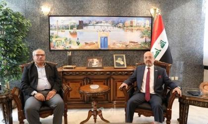 رئيس اللجنة الاخوة البرلمانية الفلسطينية يلتقي مع سفير العراق لدى الأردن وفلسطين