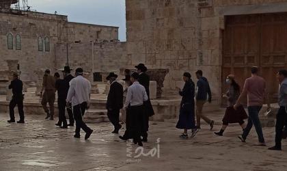 القدس: مستوطنون يقتحمون ساحات المسجد الأقصى بحراسة مشددة