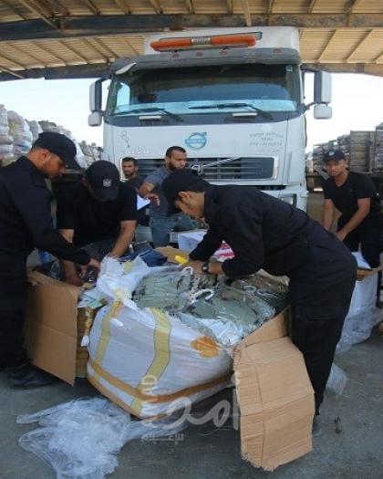 """مسلم يوضح لـ""""أمد"""" ماهية البضائع التي دخلت قطاع غزة عبر معبر كرم أبو سالم - صور وفيديو"""